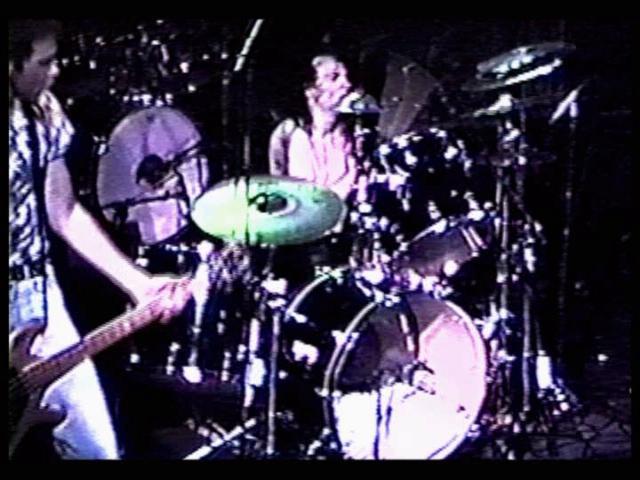 Nirvana love buzz live in austria 1989 - 4 7